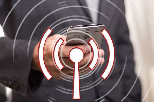 Smartphone im WLAN-Netzwerk dank WLAN Repeater